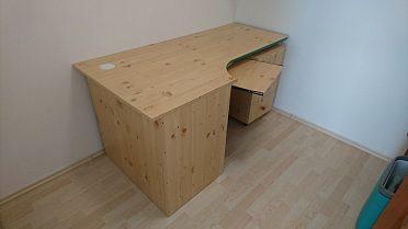 Psací stůl s kontejnerem a výsuvnou klávesnicí