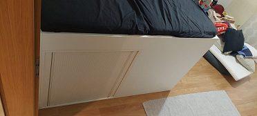 postel na míru s úložným prostorem