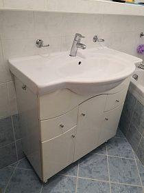 Koupelnová skříňka s umývadlem + 2x baterie