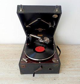 Starožitný kufříkový gramofon na kliku značky Columbia, plně funkční