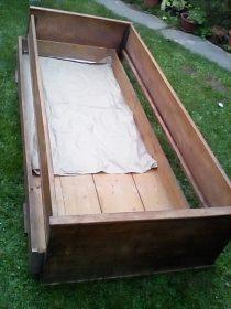 Dřevěná postel/gauč