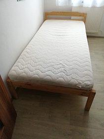 Postel Ikea s roštem a matrací