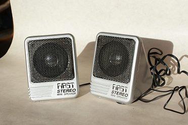 Mini-stereo reproduktory