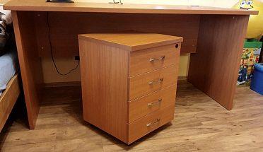 Kvalitní, značkový, velký  kancelářský stůl s kontejnerem
