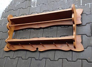 Nástěnná dřevěná  police z masivu. Ruční práce