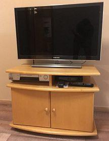 TV stolek s úložným prostorem