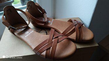 Kožené sandálky, nové