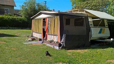 Prodám karavan s markýzou na pevné stání