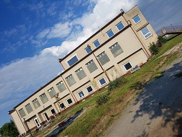 Prodej budovy 1 500 m² s pozemkem 2700m2