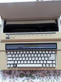 Elektrický psací stroj Nakajima